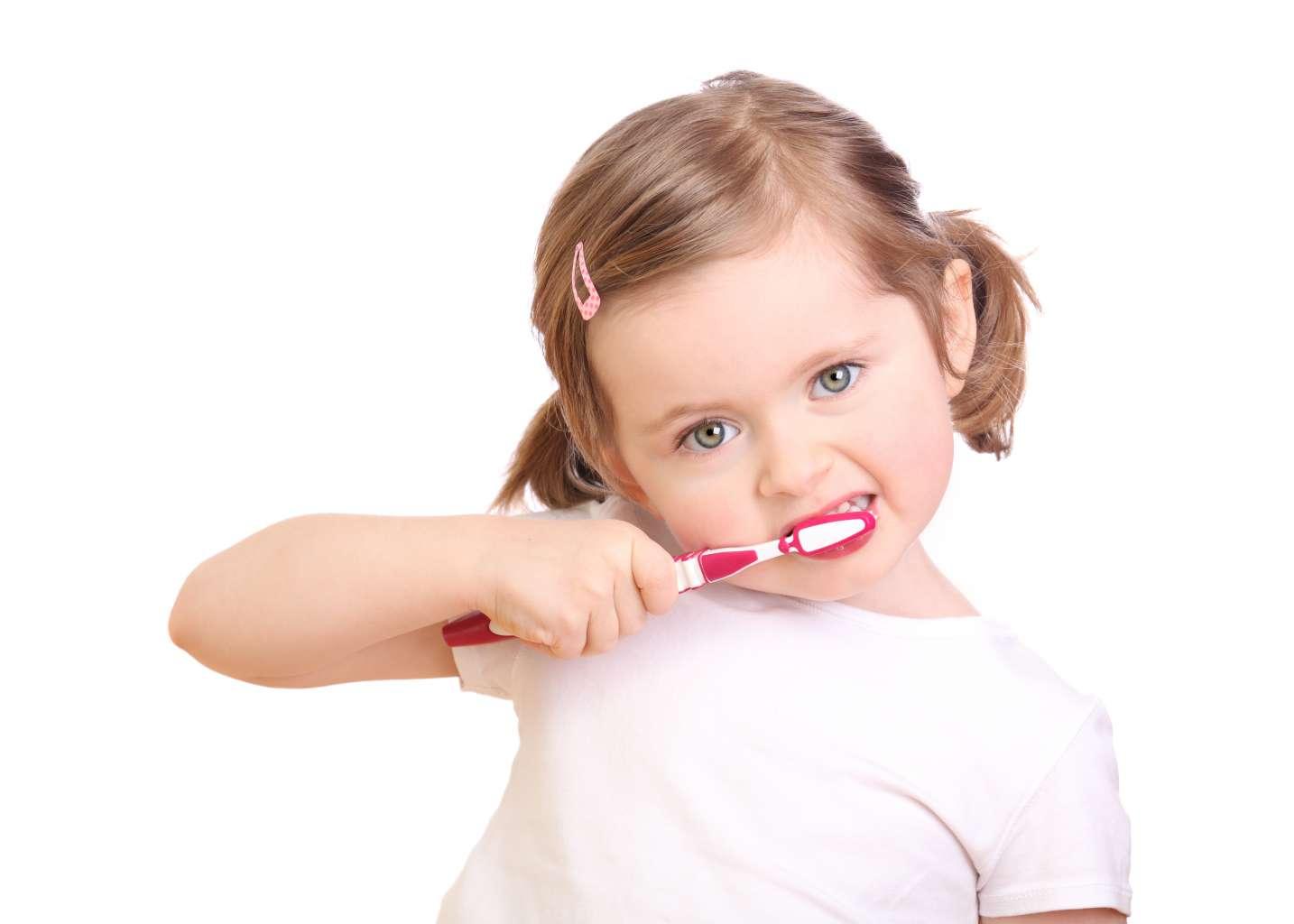 cepillar primeros dientes